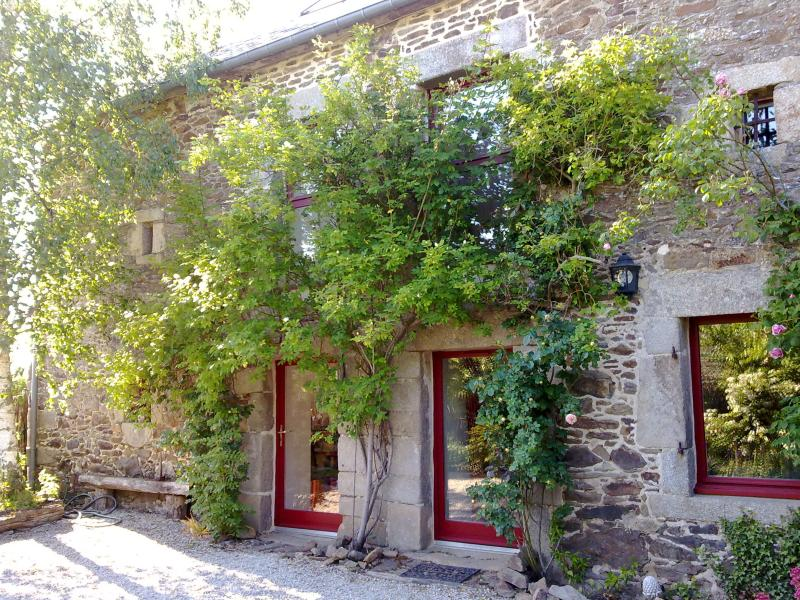 Character country house with garden and terrace next to Dinard - Image 1 - Pleslin-Trigavou - rentals