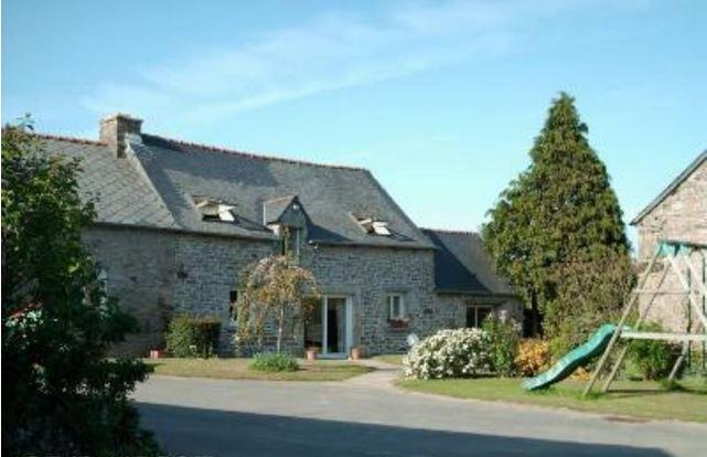 In the heart of the Côtes-d'Armor, spacious and charming house with garden - Image 1 - Collinee - rentals