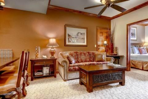 Family area flows in the dining area which can easly seat six (6) - Westgate 1 Bedroom Luxury Grand Villa Suite - Park City - rentals
