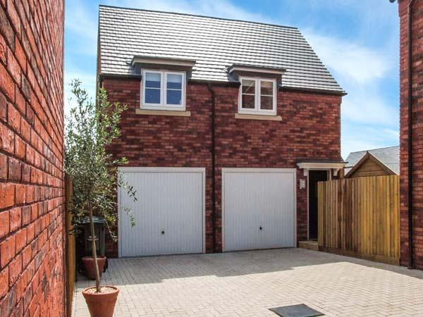 MEADOW WOOD STUDIO APARTMENT, romantic retreat, off road parking, lots to see and do in the area, in Pershore, Ref 912904 - Image 1 - Pershore - rentals