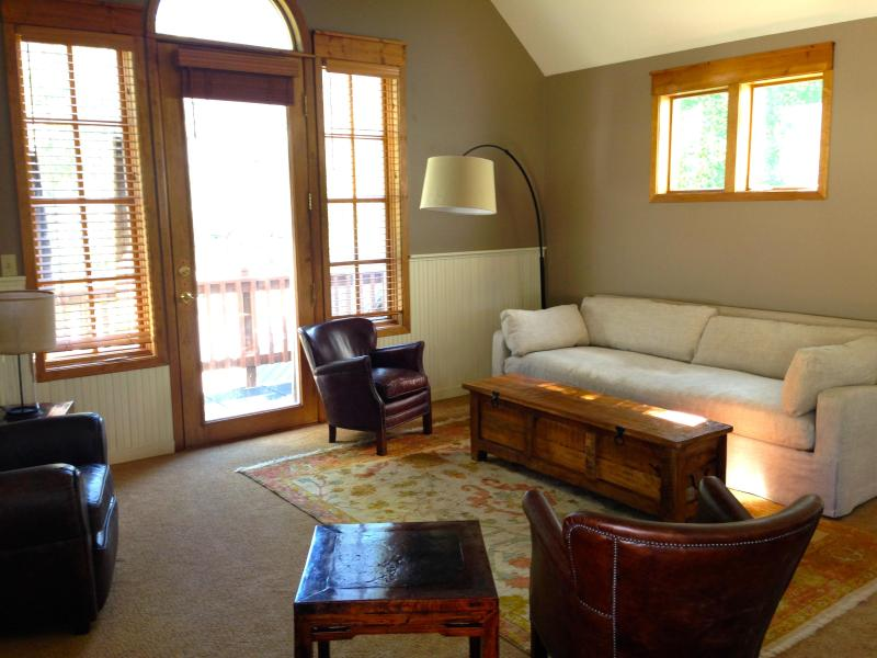 Bright and sunny living room with linen couch and leather chairs. - SANCTUARY- In-Town-Sleeps 11!-4Bd-Walk Everywhere. - Crested Butte - rentals