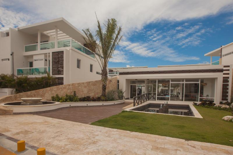 Costa Hermosa F202 - Pool View, Walk to Beach! - Image 1 - Punta Cana - rentals