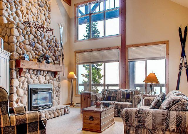 Lounge South Face B - South Face B Snowpines Estates Location Sleeps 10 - Big White - rentals