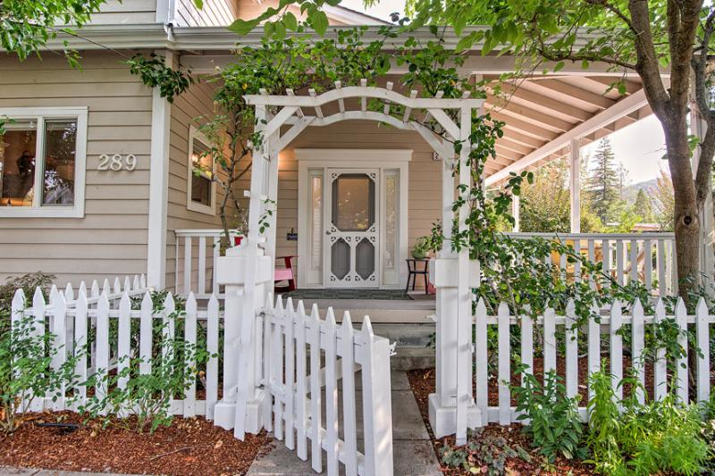 Charming, Modern Farmhouse at Town Square - Image 1 - Sonoma - rentals