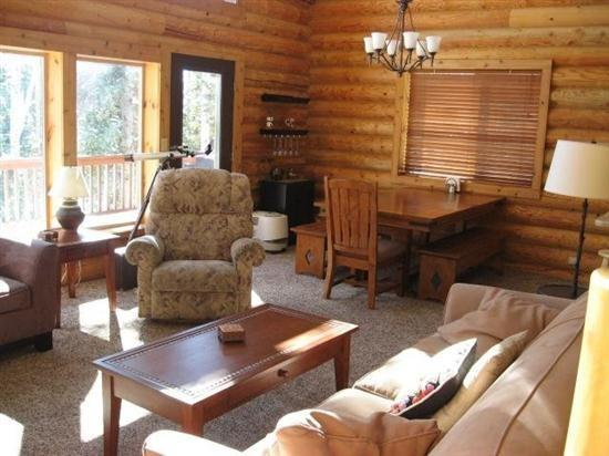 Living room - You will fall in love with this log cabin! - Brian Head - rentals