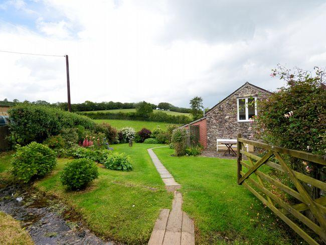Approach to the Property - THREB - Hawkridge - rentals