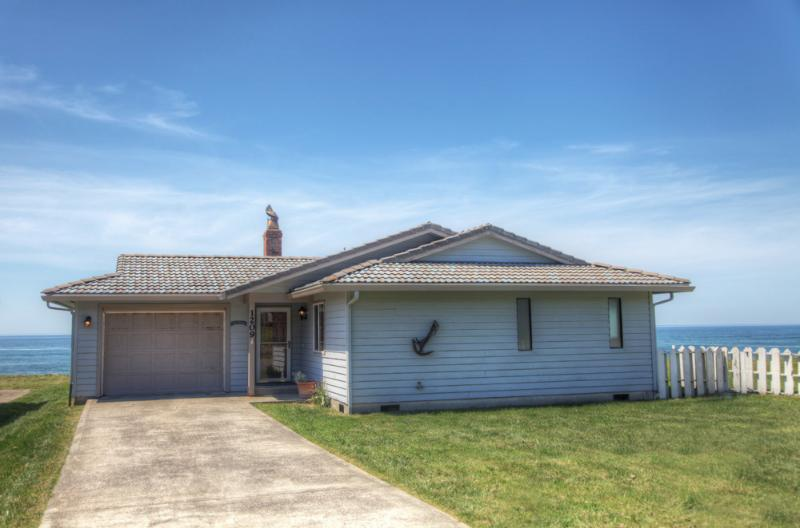 Charming Ocean Front Home with Hot Tub! - Image 1 - Yachats - rentals