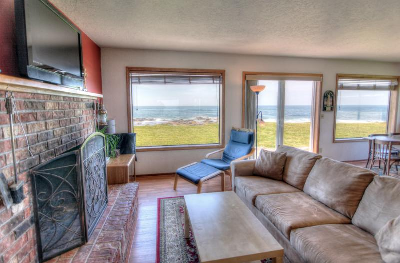 Living room with an ocean view! - Charming Ocean Front Home with Hot Tub! - Yachats - rentals
