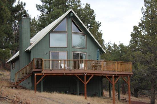 Exterior of home - CABIN ON VISTA RIDGE - Mountain view cabin on 8.5 acres, sleeps 5. - Sisters - rentals
