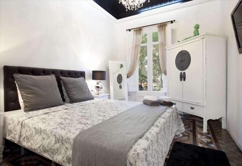 Bedroom #1 with tall decorated ceiling and chandelier - Magic Snowwhite Apartment in Heart of Eixample - Barcelona - rentals