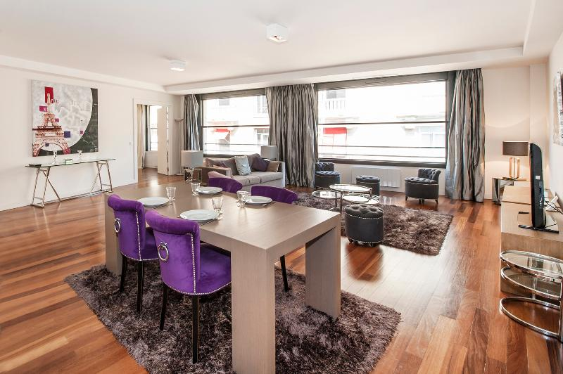 The Living Room - Modern 1BR with A/C, Elevator near Champs Elysees - 8th Arrondissement Élysée - rentals