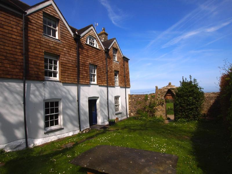 The Sun shines with Sea views in all 6 bedrooms of this 18th Century House - The Old Rectory - Newport - rentals