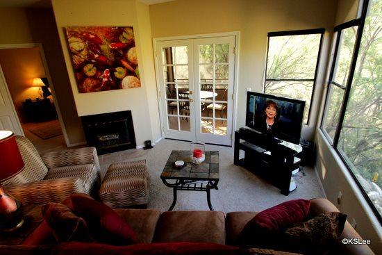 Living room with flat screen TV and mountain views - Spacious Three Bedroom Condo with Awesome Mountain Views at Ventana Canyon - Tucson - rentals