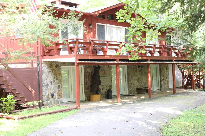 Bearfoot Lodge, spacious and cozy.  Best location! - Image 1 - Townsend - rentals