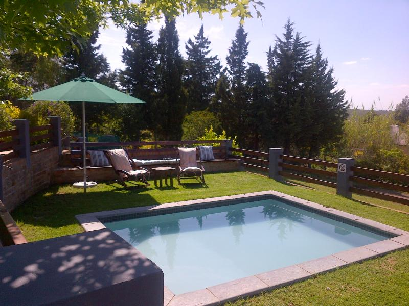 splash pool to relax and unwind - A Hilltop Country Retreat self-catering Swellendam - Woodston - rentals