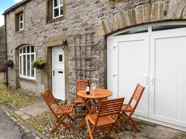 THE STABLES, pet-friendly cottage with Jacuzzi bath, great views, patio in Horton-in-Ribblesdale Ref 912240 - Image 1 - Horton-in-ribblesdale - rentals