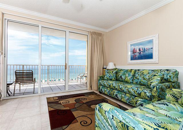 Spacious and colorful beach front living room with amazing views - GD 505:Lovely beachfront condo-pool,WiFi,beach walkover,BBQ, FREE BCH SVC - Fort Walton Beach - rentals