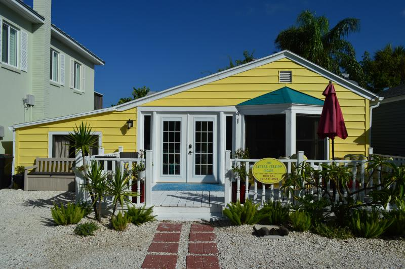 The Little Yellow House - Charming Beach Cottage - The Little Yellow House - Redington Shores - rentals
