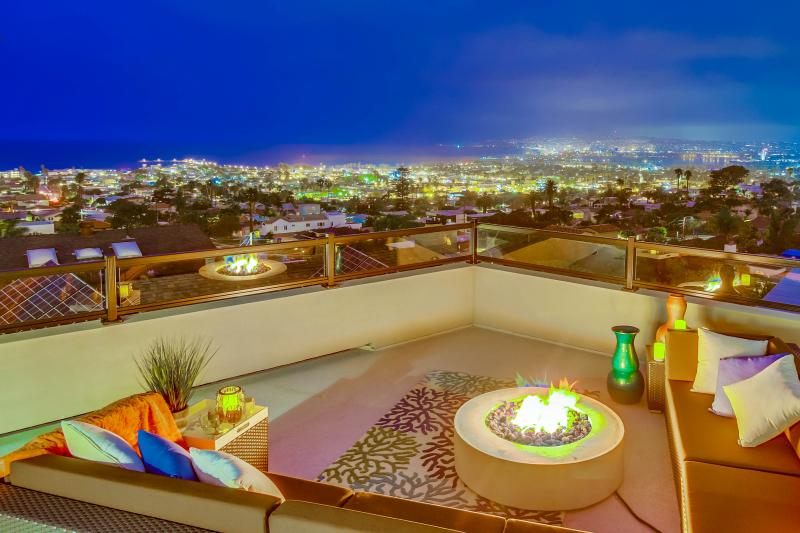 Sophisticated Luxury Estate With Panoramic Views, Penthouse Suite, Central A/C and 3 Outdoor Living Areas!! - Image 1 - San Diego - rentals