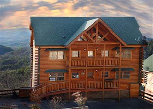 Paradise Mountain Pool Lodge a six bedroom cabin - Image 1 - Sevierville - rentals