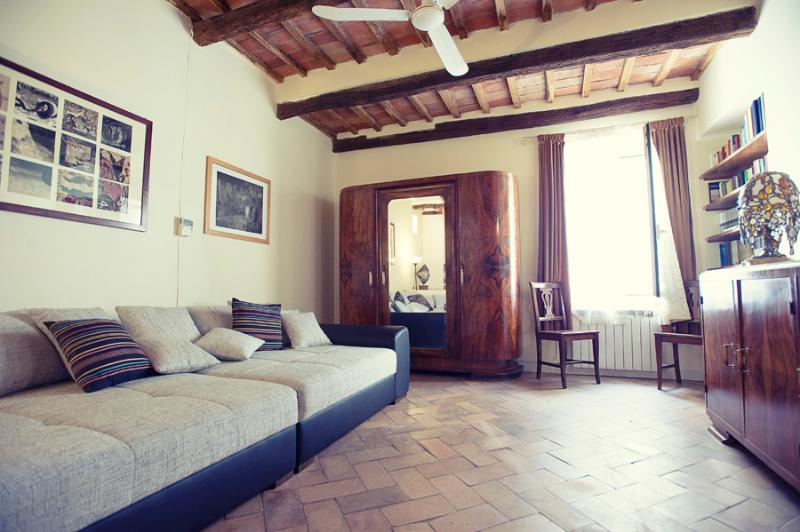 spacious living room - Apartment with terrace 200 steps from Coliseum - Rome - rentals