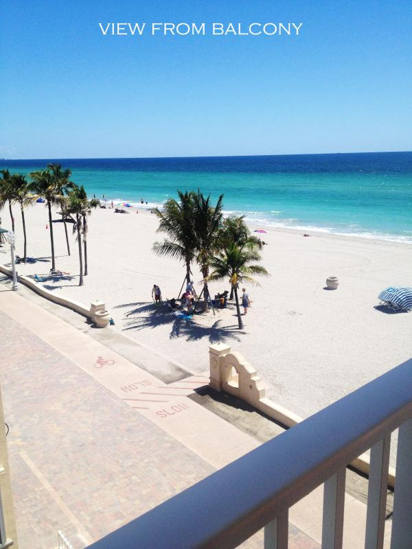 VTHE BALCONY IS SO CLOSE TO THE BEACH,  THAT IT IS POSSIBLE TO TALK WITH PEOPLE IN THE BEACH FROM BALCONY - OCEAN VIEW FROM EVERY ROOM. FEW STEPS TO  BEACH. - Bay Harbor Islands - rentals