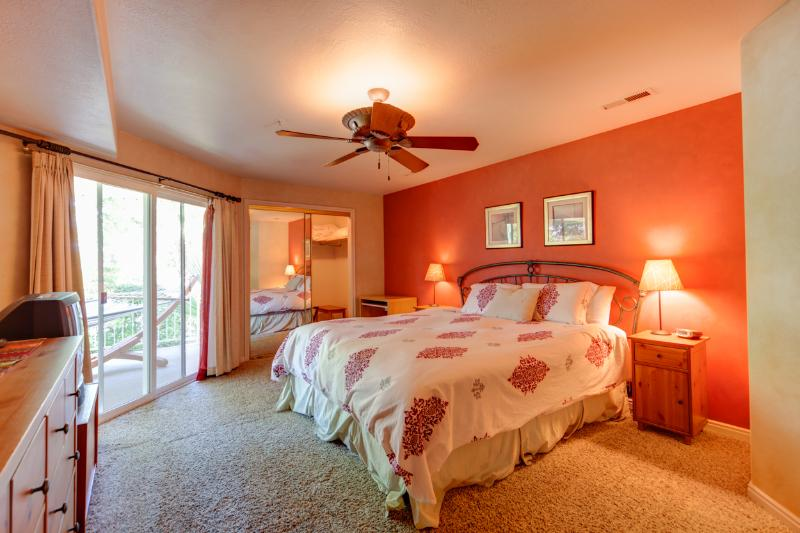 Master Bedroom - King bed w/ private entrance to patio - First-Class Quality Luxury Condo w/ Full Access - Saint George - rentals