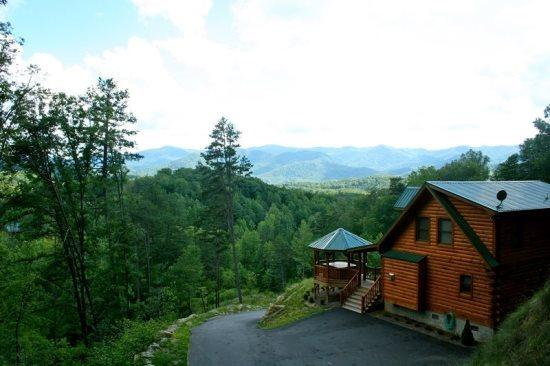 Wilderness Hideaway is Conveniently Located Near Bryson City and Cherokee - A Wilderness Hideaway - Upscale Log Cabin with Stunning View Minutes to Cherokee and Bryson City - Dillsboro - rentals