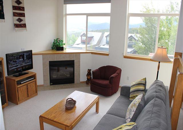 FP21C Cute Townhome w/ Wifi, Fireplace, Pet Friendly, Garage, Private Hot Tub - Image 1 - Silverthorne - rentals