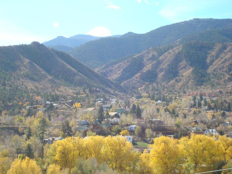 THIS IS YOUR VIEW FROM THE DECK - COZY CABIN BY GARDEN OF THE GODS - Manitou Springs - rentals