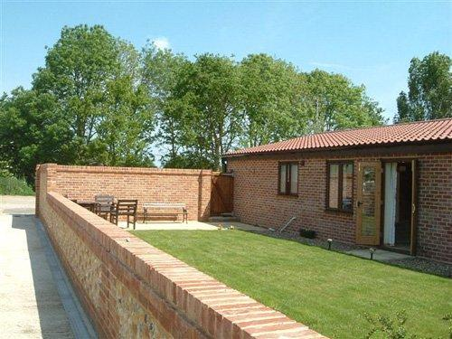 Garden and view towards property - STAN8 - Lessingham - rentals