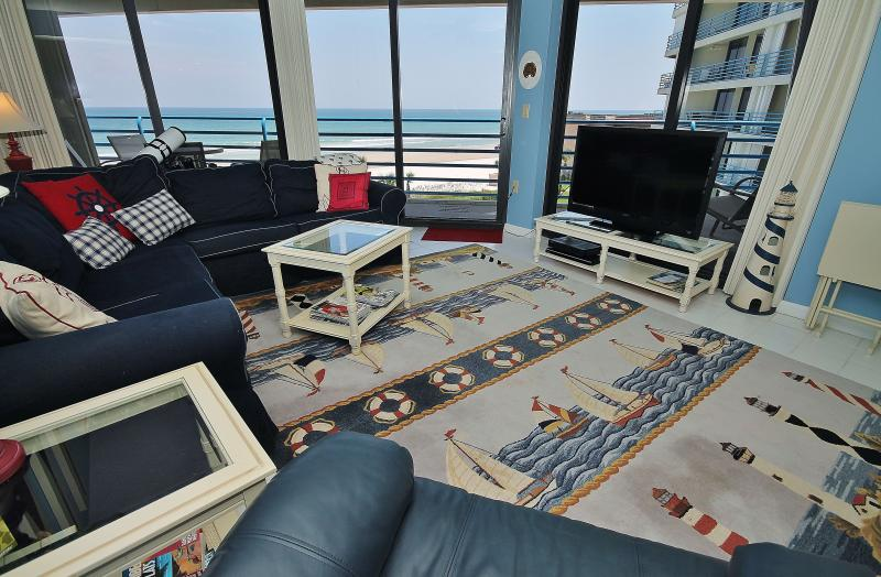 Living Room View - Ebb Tide 404, Great Views from this 2/2 - New Smyrna Beach - rentals