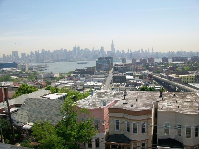 Rooftop View - 3 BR Condo 10 min. to Manhattan - NYC - Times Sq - Union City - rentals