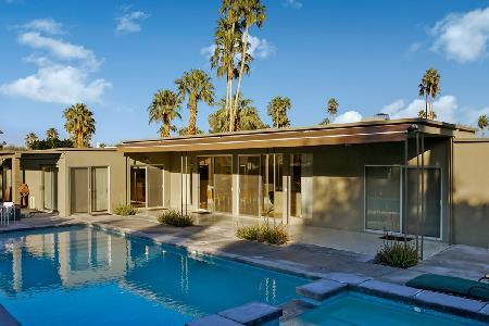 Fairway Modern on golf course boasts a lush private courtyard & saltwater pool - Image 1 - Palm Springs - rentals