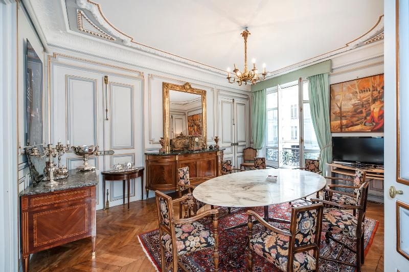 Dining area - Ornate 5-bedroom in 8th arrondissement, sleeps 12 - 8th Arrondissement Élysée - rentals