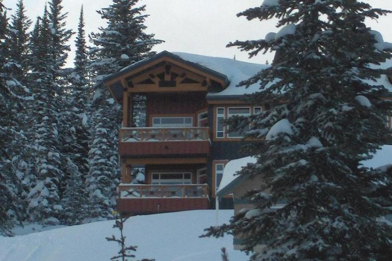 Enjoy your stay at THE BEST TRUE SKI IN, SKI OUT location in all of BIG WHITE. - TRUE Ski IN and Ski OUT - British Columbia - rentals