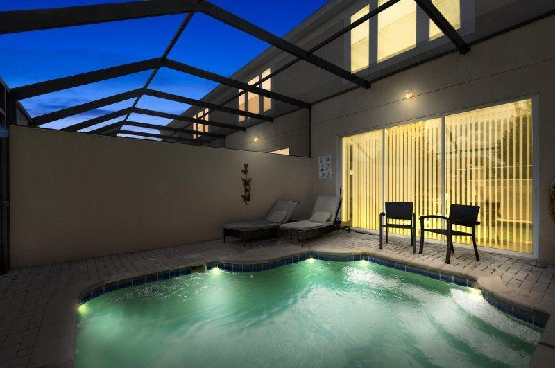 Enjoy your own private splash pool at this beautiful townhome - Windsor Magic - TWO, 50-Inch TV`s, Luxury Patio Furniture - Must See! - Kissimmee - rentals