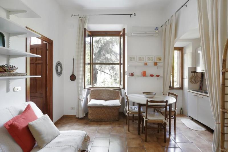 Cosy and well-organized apartment in Trastevere. - Image 1 - Rome - rentals