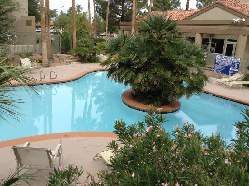 Pool 1 - Gorgeous 2 Bed/2Bath Condo Mins From The Strip! - Las Vegas - rentals