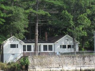 CLARK'S COTTAGE | EDGECOMB MAINE | TIDAL SALT WATER RIVER | ASSOCIATION DOCK & FLOAT| INCREDIBLE VIEWS OF WATER, FORT AND  - Edgecomb vacation rentals
