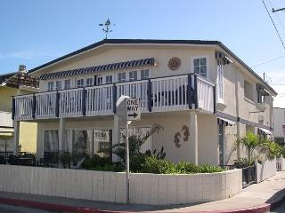 Sweet Newport 2 Bedroom Lower Unit! 1 House to Sand! Spacious Patio! (68126) - Newport Beach vacation rentals