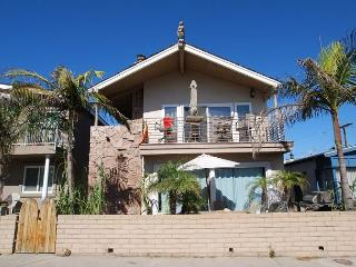 Cute 2 Bedroom Lower Unit, 3 Houses from the Sand! (68199) - Newport Beach vacation rentals
