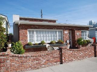 Cute & Comfortable Balboa Peninsula Point Single Family Home! (68125) - Newport Beach vacation rentals