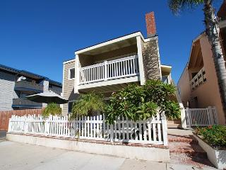 Renovated 4 Bedroom Upper Duplex! 1 House From Sand! (68112) - Newport Beach vacation rentals