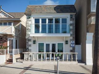 Wonderful Oceanfront Lower 2 bedroom near Newport Pier - Newport Beach vacation rentals