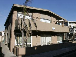 Great Lower Unit of a Duplex! 1 House from Beach! (68198) - Newport Beach vacation rentals