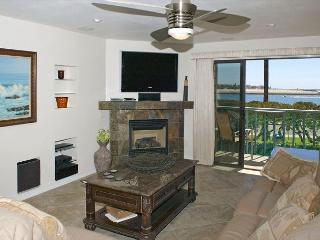 South Mission gem! Spacious 2nd floor condo with a view- large deck - San Diego vacation rentals