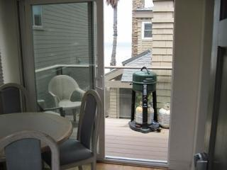 S. Mission Beach Fully equipped apartment, balcony, peek views, pet friendly - San Diego vacation rentals
