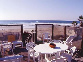 Cute 2nd floor apartment - private balcony and rooftop deck, near beach - San Diego vacation rentals