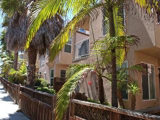 Great condo- 2 balconies, gas BBQ, full kitchen, w/d - San Diego vacation rentals